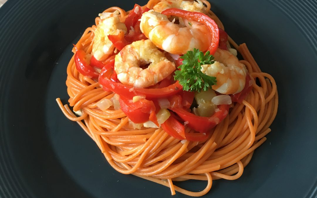 Spaghetti petits légumes et crevettes marinées