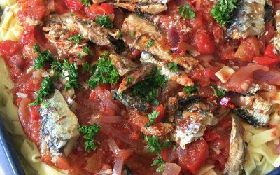 Petites sardines à la tomate et tagliatelles fraîches