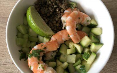 Salade de crevettes et petits légumes au citron vert